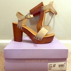 ✨Size 6.5 Madden Girl Lift Platform Sandal ✨